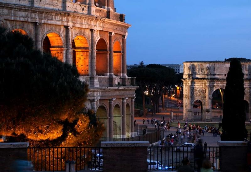 2018-05-15 [3a] Roberto - Colosseum and Constantine Arch